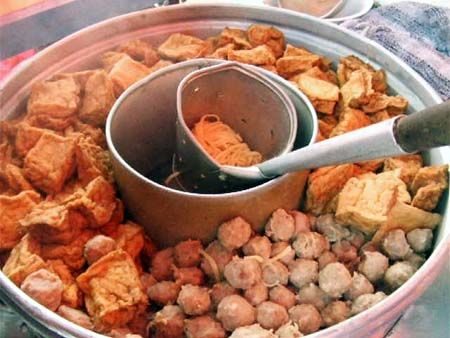 Bakso Bakwan Malang, kuah bakso, makanan indonesia, makanan favorit, bakso urat, bakso kuah, kota malang, mie, bihun, jajanan sore, makanan pinggiran, gerobak bakso