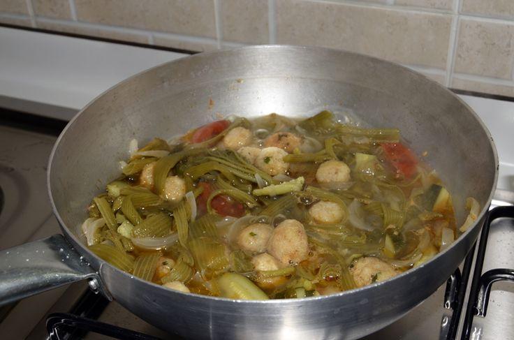 Polpette di Pane in Talli di Zucchina - Pane duro e Piante esauste di Zucchine, invece di buttarli facciamo questa magnifica minestra