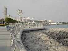 Imagen otoñal del paseo marítimo de Abu-Dhabi (EAU)