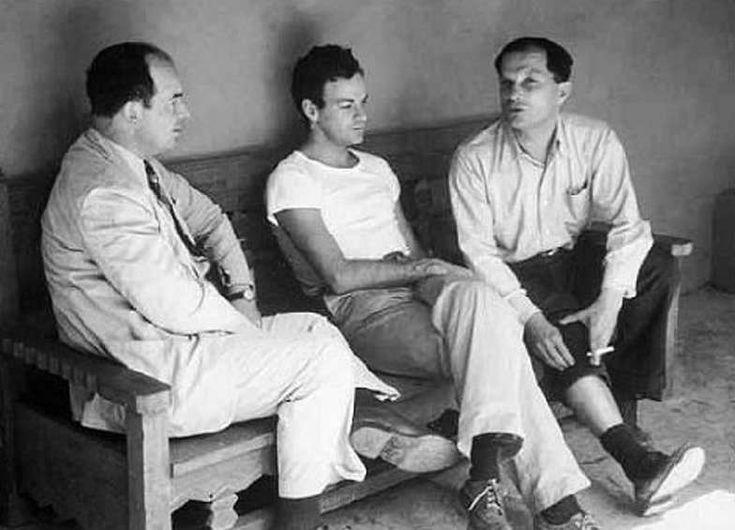 De droite à gauche, trois des plus grands génies du XXe siècle : Stanislaw Ulam, Richard Feynman et John von Neumann. Ulam et von Neumann comptent parmi les pionniers de l'utilisation des ordinateurs en physique et en mathématiques, notamment...
