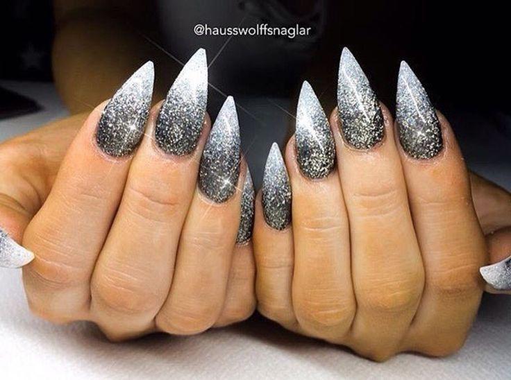 Schwarze und weiße Ombré-Glitter-Stilettnägel – Nägel