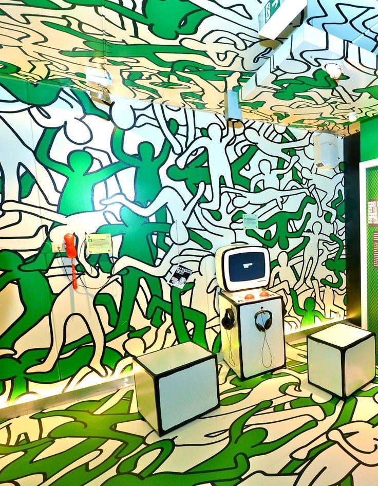 """<p>""""GROßE FREIHEIT – liebe.lust.leben."""", eine Ausstellung der BZgA, Bundeszentrale für gesundheitliche Aufklärung, zur HIV- und STI-Prävention. Timo Michalik:""""Eine tolle Kombination einer Boden- Wand- und Deckengestaltung mit einem durchgängigen Design. Der Boden wurde aus FOTOBODEN™ gefertigt.""""</p>"""