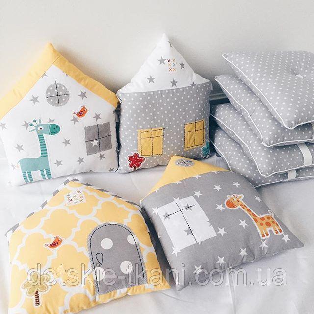 Бортики-подушки в кроватку в виде домиков.