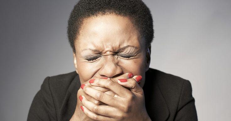 Dieta para diminuir o refluxo biliar. A bile é um fluido grosso de cor amarelo-esverdeada produzido no fígado que auxilia na digestão. Chamamos de refluxo biliar quando a bile volta do intestino delgado para o estômago e o esôfago. Segundo o site Mayoclinic.com, a melhor maneira de tratar esse problema é com uso de medicamentos e, em casos extremos, com cirurgia. Porém, como o refluxo ...