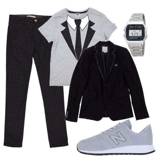 Piccoli uomini crescono, ed ecco che ai pantaloni scuri a quadretti abbiniamo la maglietta con la stampa e la giacca profilata, comode scarpe sportive e orologio digitale.