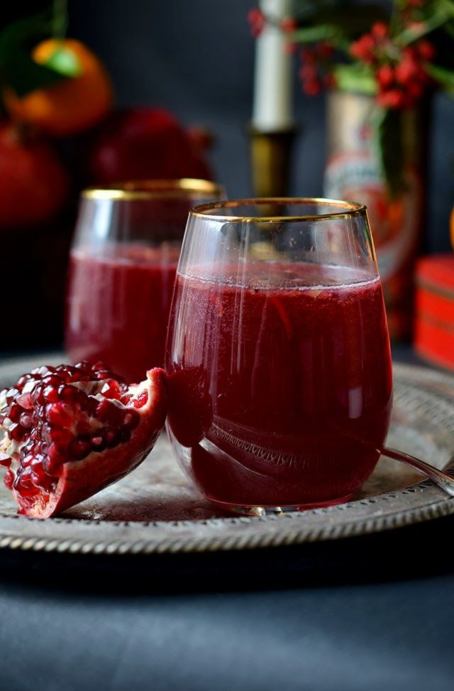 Heart of Gold: Celebrating the Holidays:: Pomegranate Gin Fizz {I HAVE MOVED TO ROSE & IVY JOURNAL)