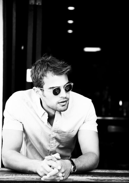 THEO JAMES. BOUT TO BE IN DIVERGENT. YES.