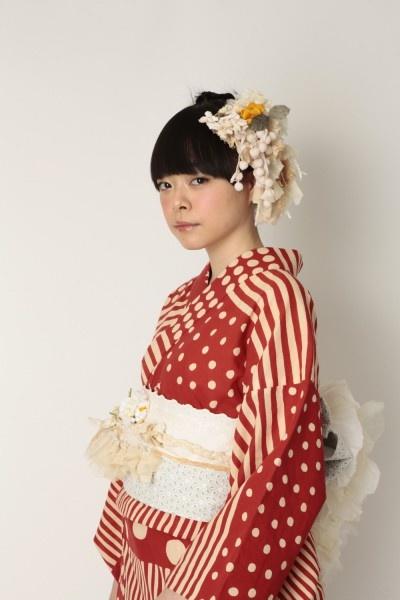 red, stripes, polka dots, updo, bangs, kimono, flowers, headdress repin: fur fur's Yukata (summer kimono)