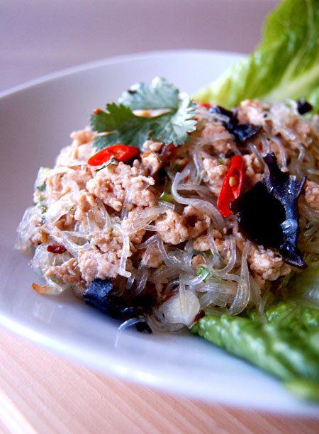 Yum Woon Sen Gai (ยำวุ้นเส้นไก่) Thai Spicy Vermicelli and Minced Chicken Salad