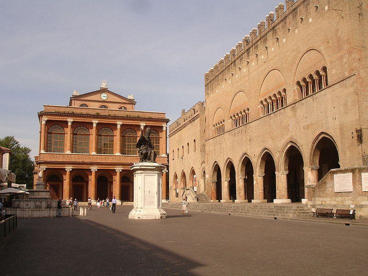 Piazza Cavour ed in fondo il Teatro Galli - Cavour Square and Galli Theatre (at the bottom)