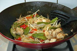Kook de wereld rond!: Kip, asperges en peultjes uit de wok