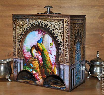 Купить или заказать Чайный домик двойной 'Марокко' в интернет-магазине на Ярмарке Мастеров. Двойной чайный домик под разные сорта чая. Красочные павлины, мозаичный пол, иллюстрации храмовой росписи и резьбы по дереву делают этот чайный домик очень реалистичным. Выполнен в технике декупаж. Покрыт акриловым лаком. Внутри отделан водной морилкой. Удобная ручка на крышке.