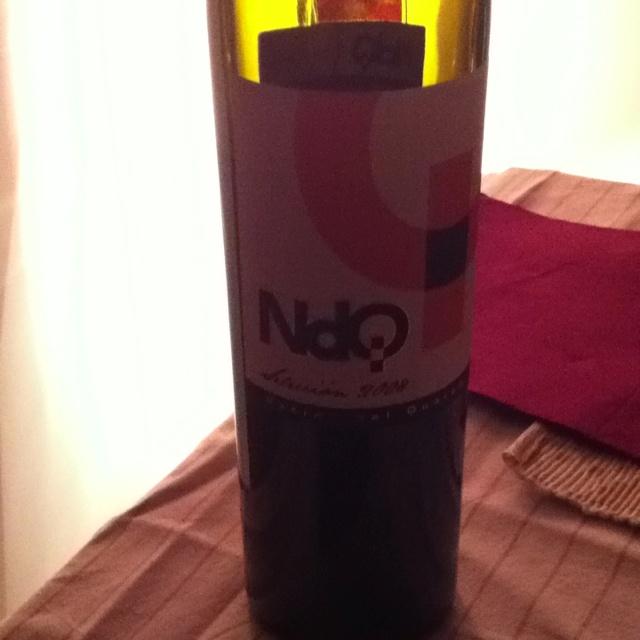 Sigue nuestro #vinoviernes con un NdQ Selección 2008. Un jumilla potente a la vez q fresco cuando pasa en boca. Predominio del regaliz. Fantástico!