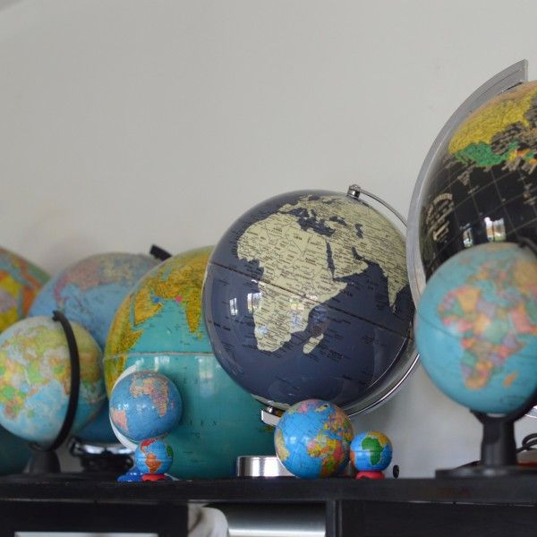 Globe terrestre umineux gris Wild and Wolf - deco-graphic.com