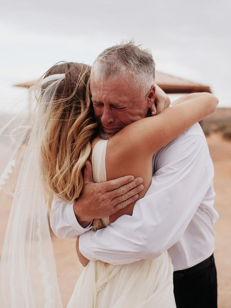 21 of Our Favorite Father-Daughter First Look Wedding Photos | Father daughter wedding, Wedding photos, Wedding picture poses