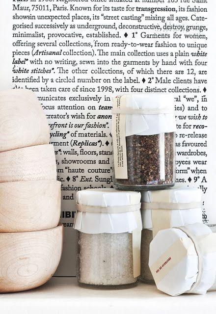 Til ingefærølet. Papir, hvit stor strikk og enkel lapp. Ferdig!