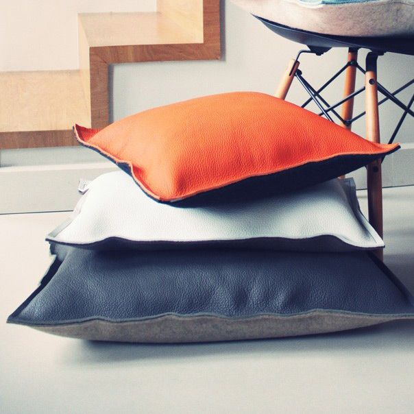 Cushion in pure wool felt on one side and leather on the other side. 3 sizes available : 40x40cm or 30x50cm or 40x60cm Pick your perfect combination: Choose your colour for the leather : taupe, white, orange, blue-grey, cognac, black. Choose your colour for the felt : 18 colours (see colour chart) To order online : please select your size of the cushion + communicate to us your combination leather / felt either in an email to           Cette adresse email est protégée contre les robots ...