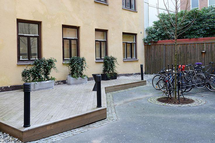 Nyligen omgjord innergård //สวนออกแบบใหม่
