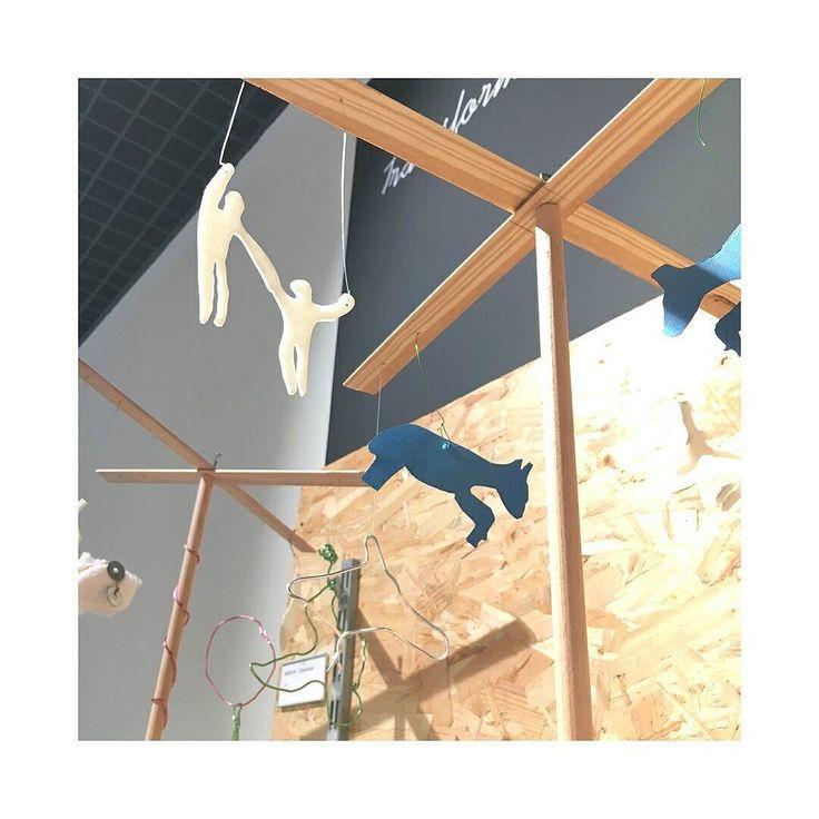 """from @leroymerlindinard -  Exposition """"À la recherche de l'équilibre"""" jusqu'au 29 juin en magasin. Sculptures d'enfants réalisées avec nos chutes de cours de bricolage en partenariat avec la Maison de l'enfance de La Richardais et le @museemanoli #leroymerlin #lmdinard #sculpture #diy #bretagne #breizh - #regrann"""