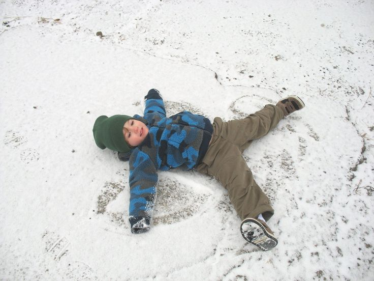 Make a snow angel! What other shapes can you make in the snow? Get kids outdoors exploring with this fresh activity from the Woodland Trust's Nature Detectives.