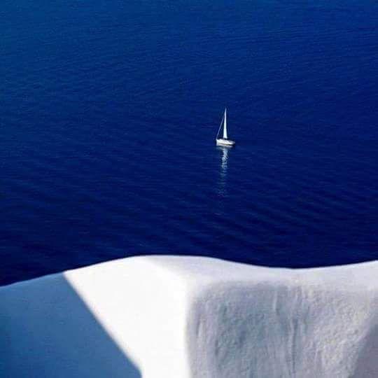 ειναι αυτο που εχει γραψει ο Ελυτης...Θεε ποσο μπλε ξοδευεις.......