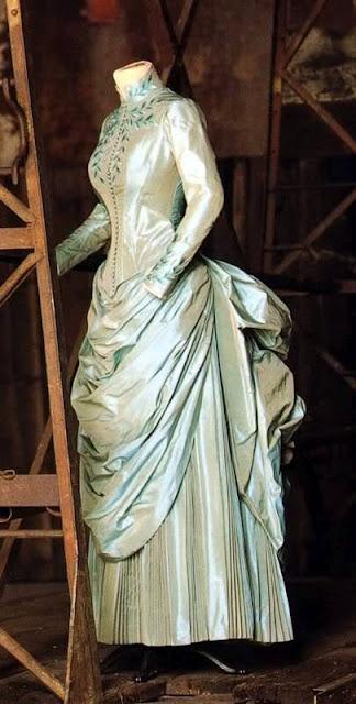 Mina's dress, Bram Stoker's Dracula, 1992, Eiko Ishioka.