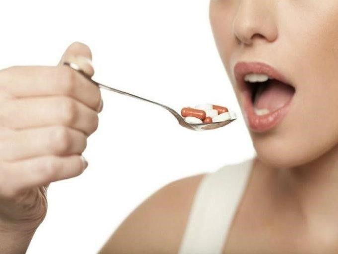 ¿Han notado que en cierto punto del mes una parte específica de tu cara se llena de espinillas? Bueno, esto se debe a los cambios hormonales de nuestro ciclo menstrual. Sin embargo, cuando un día aleatorio te sale un grano, o manchas, en una zona poco común de la...