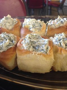 Individual spinach dip servings in Hawaiian bread rolls. Perfect for parties.