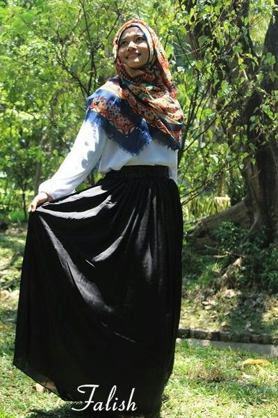 Black skirt  Follow our instagram : falish_boutique #elegance #fashion #syari #affordable #hijab #butik #boutique #bajukantor #bajupesta #simpleelegance #simple #hijabsyari #hijabmodis