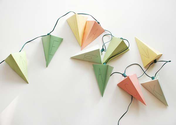 DIY... folded paper lightingPaper Garlands, Paper Lanterns, Paper Lamps, Lights Paper, String Lights, Diy Paper, Diy Projects, Parties Lights, Diy Christmas