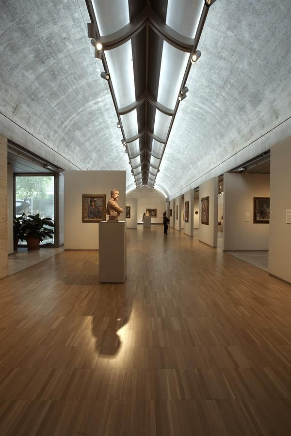 Louis kahn kimbell art museum fort worth texas reflecting light from one point to throughout the ceiling