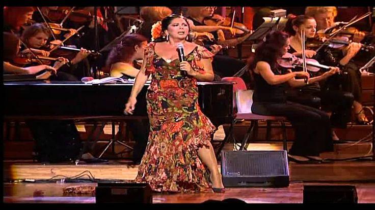 ISABEL PANTOJA,  (en concierto)