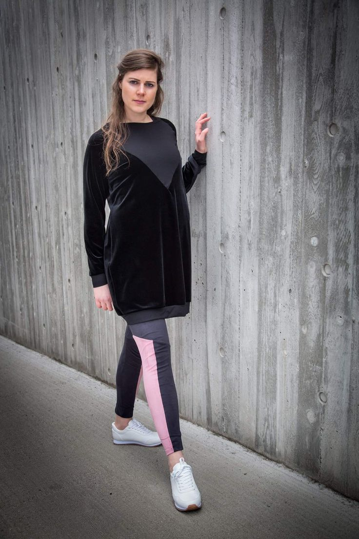 Black velour sweatshirt or if you will a sweatshirtdress. With pink and black faux suede pants with shape controle all by barabara.