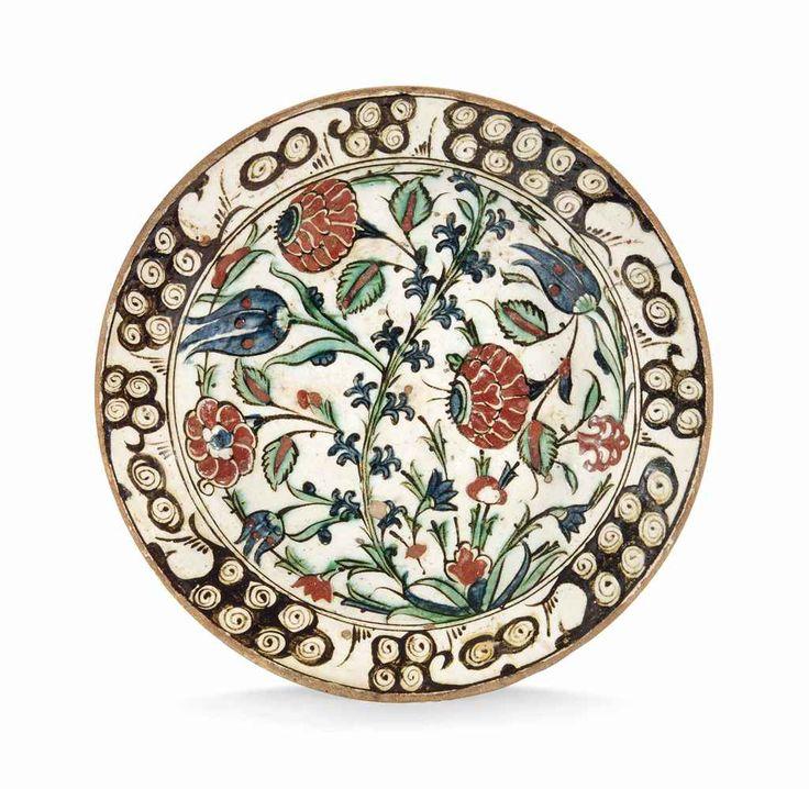 An Iznik pottery dish Ottoman Turkey, circa 1600