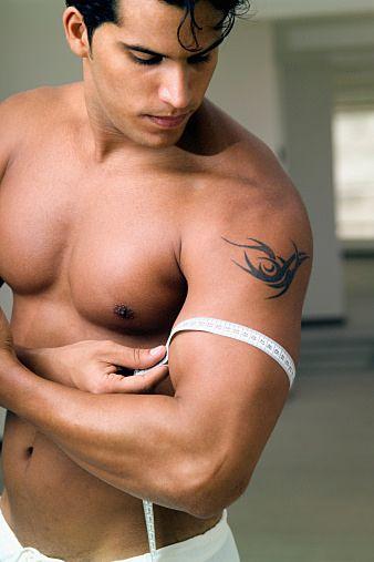 正しいトレーニングで自慢の腕に。上腕二頭筋の鍛え方