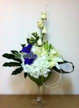 Aranjament cu hortensia si orhidee (vanda )