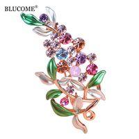 Blucome blume broschen für frauen esmalte emaille broches hijab pins österreichischen kristall dekorative bekleidungskleid zubehör pin