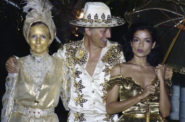 November-December 1976: Mick and Bianca Jagger attend Colin Tennant 50th birthday in Mustique, the man who purchased the island and made it into a resort. Mick Jagger will purchase an estate there.