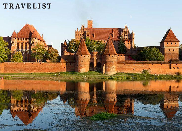 Czy wiesz, że na terenie Polski znajduje się aż 419 zamków? Przeważnie zostały z nich same ruiny, jednak kilka z nich zachowało się w niemal nieskazitelnym stanie.