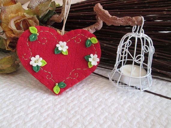 Ornamento con cuore rosso in feltro - Ornamento in feltro -