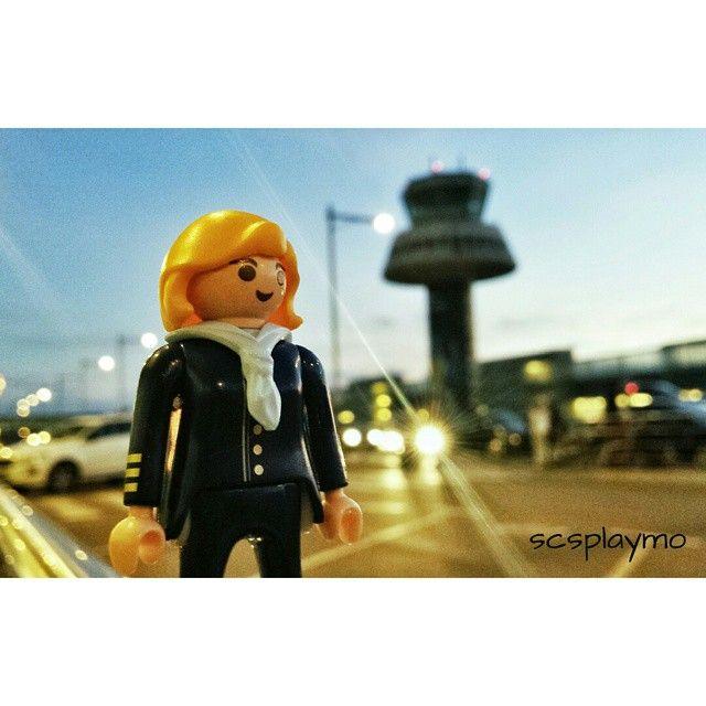 Como todos los grandes viajeros -dijo Essper- yo he visto más cosas de las que recuerdo, y recuerdo más cosas de las que he visto. #playmobil #azafata #aeropuerto #aeroport #airport #elprat #barcelona #igersbarcelona #loves_barcelona #catalunyagrafias #movilgrafias #descobreixcatalunya #igerscatalunya #toyphotogallery #toyphotographer #toyphotography #playmyplanet #toyartistry #toyfusion #toyunion #toystagram #toyslagram #igerstoys #loves_dolls #trip #viaje