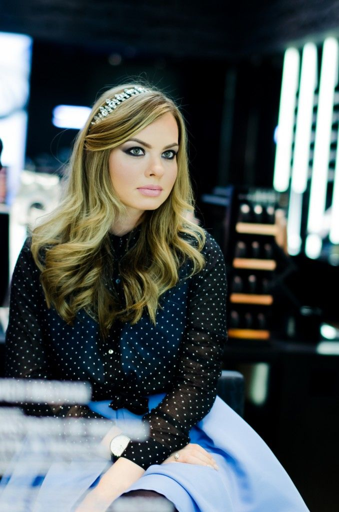 cinderella-mac-cosmetics-inspired-makeup-baby-blue-dress-blonde-princess-daniel-wellington (6)