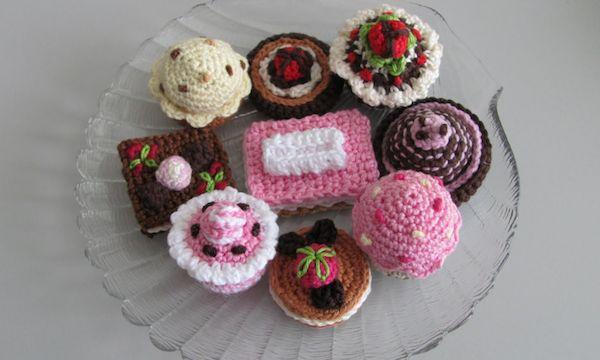 Taartjes, bonbons, cupcakes en petit fours haken, een geweldige verslaving…