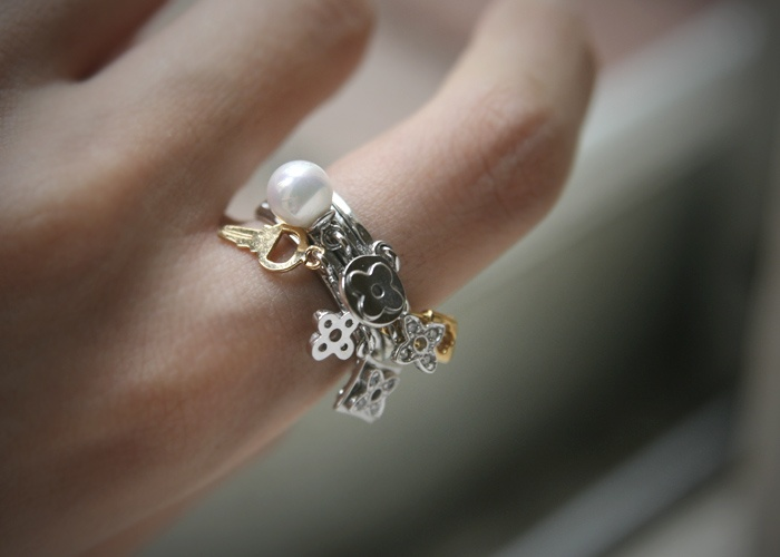 PEARL, FOUR LEAVES CLOVER, LOCK AND KEY LUCK CHARMS SILVER RING by kellinsilverFour Leaf Clover