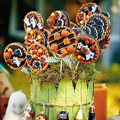 Eye candy that's yummy too...: Halloween Desserts, Harvest Moon, Lollipop Recipe, Moon Lollipops, Halloween Food, Halloween Treats, Moon Pies, Halloween Party, Lollipops Recipe