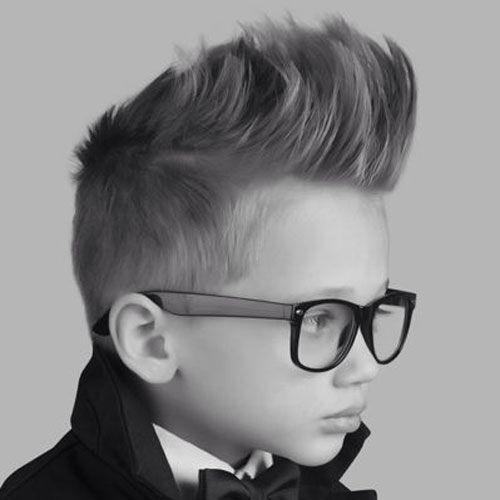 30 Tagli di capelli per bambini  è difficile scegliere un  nuovo look per i vostri bambini. Infatti, il vostro piccolo bambino o ragazzo può avere il proprio senso dello stile già da piccolino. Per aiutare i genitori e i nostri piccoli clienti in tutto il mondo, abbiamo scelto  30  tagli alla moda per piccoli Man. Sulla nostra lista, troverete di tutto, dai tagli di capelli corti, capelli lunghi, a Mohawk, faux-falchi ecc.. www.maestribarbieriitaliani.it