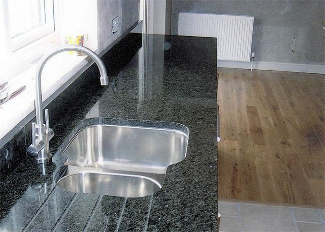 granite, minstral black, upstands, undermounted sink, drainer grooves