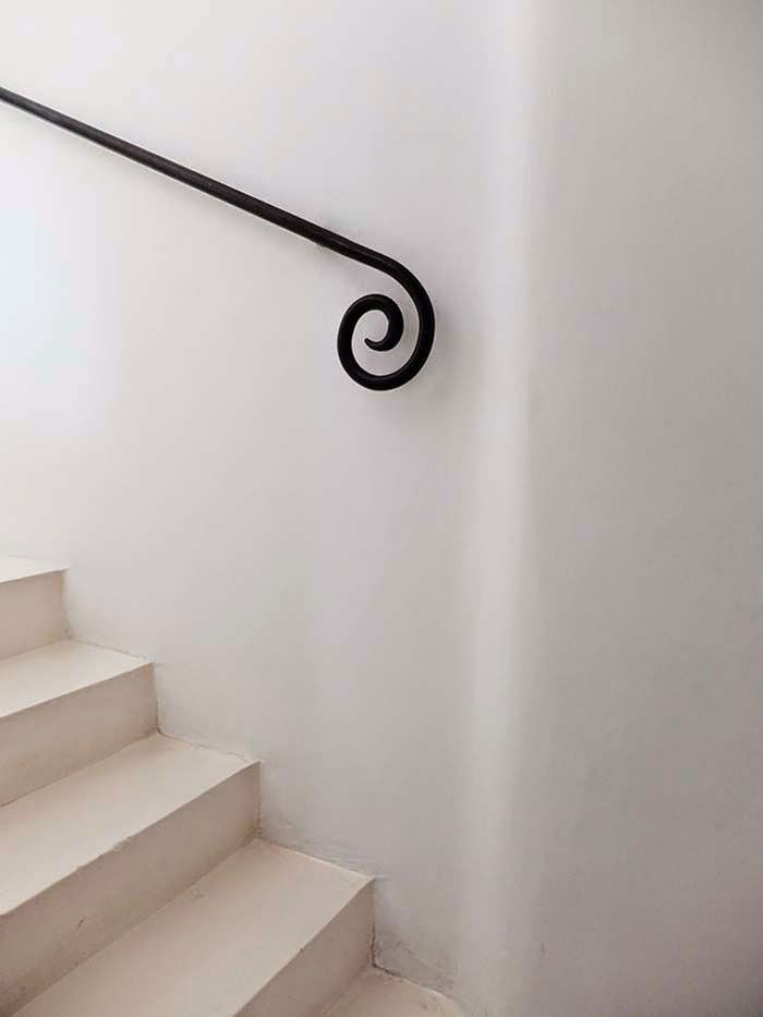 White Stairwell With Black Wrought Iron Hand Rail Sfgirlbybay Wrought Iron Stairs Interior Stairs Wrought Iron Stair Railing