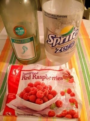 Refreshing and easy White Wine Spritzer: Barefoot Moscato, Diet Sprite, Frozen Raspberries