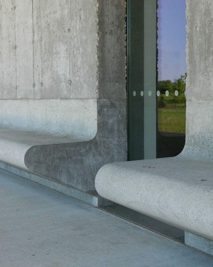 Parrish Art Museum / Herzog de Meuron by Paul Clemence /// Architecture Publique /// /// Espace extérieur public /// /// Bancs publics à même l'architecture ///